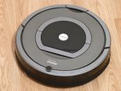English: iRobot Roomba 780