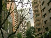 English: Narrow street between high rises in Mexico City