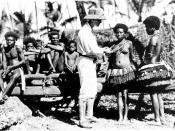 English: Picture of Bronislaw Malinowski with natives on Trobriand Islands in 1918.