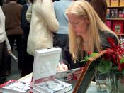 English: Swedish writer Liza Marklund signing books at Helsinki Book Fair 2003 Suomi: Liza Marklund signeeraa kirjoja Helsingin kirjamessuilla 2003