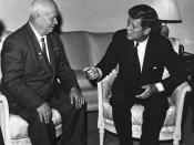 English: John F. Kennedy meeting with Nikita Khrushchev in Vienna. Русский: Встреча Джона Ф. Кеннеди с Никитой Сергеевичем Хрущёвым в Вене.