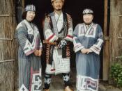 English: Ainus wearing their traditional clothes, Ainu Museum, City of Shiraoi, Hokkaido, Japan. Català: Ainu amb la roba tradicional, Ainu Museum, City of Shiraoi, Hokkaido, Japó.