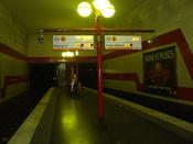 Français : Le quai central de la station de métro de ligne 5 Bobigny - Pantin - Raymond Queneau.
