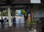 Bahasa Melayu: Suasana dalam stesen Tumpat