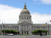 English: Picture of the San Francisco City Hall after seismic retrofit with the help of base isolation