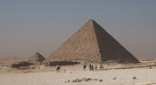 English: Menkaure's Pyramid in Giza.