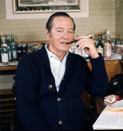 English: Terence Rattigan in his suite at Claridges..