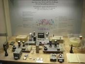 English: 1938 nuclear fission experiment by Hahn, Meitner, and Straßmann. Display at the Deutsches Museum, Munich