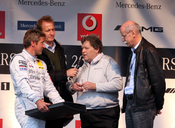 English: Bernd Schneider at Stars & Cars 2008 together with Florian König (interviewer), Norbert Haug (President in charge of all Mercedes-Benz motorsport) and Dieter Zetsche (Chairman of Daimler AG). Deutsch: Bernd Schneider bei seiner Verabschiedung von