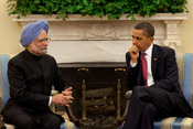 English: President Barack Obama meets with Prime Minister Manmohan Singh during their bilateral meeting in the Oval Office, Nov. 24, 2009.