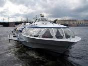 English: Hydrofoil high-speed boat docking in St. Petersburg, Russia from a run to Peterhof Palace.