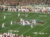 English: A third down play on the middle of the field of the Rose Bowl, Pasadena Calif. Texas vs. Alabama.