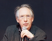 English: Ian McEwan, a british writer, photographed during the 2001 Paris book festival. Français : L'écrivain britannique Ian McEwan, photographié au salon du livre de Paris 2011.