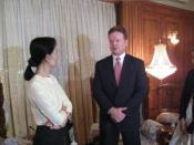 English: Senator Jim Webb (D-VA) meets with Nobel Peace Prize Laureate Aung San Suu Kyi.