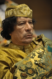 English: Muammar al-Gaddafi at the 12th AU summit, February 2, 2009, in Addis Abeba. Français : Mouammar Kadhafi au 12e sommet de l'UA, le 2 février 2009 à Addis-Abeba Русский: Муамар Каддафи на 12-м саммите Африканского Союза в Аддис-Абебе. 2 февраля 200
