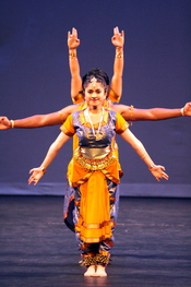 English: An example of the use of multiple arms in Indian dance, representing a Hindu deity.
