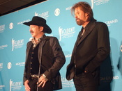 English: Country music duo Brooks & Dunn: Kix Brooks (left) and Ronnie Dunn.
