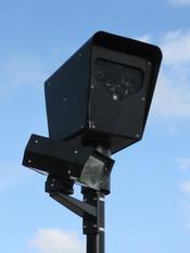 A red light camera in Chicago, USA. Français : Un système de Contrôle automatisé du franchissement de feux rouges à Chicago, aux États-Unis.