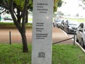 English: A Monument about Paulo Freire in front of Ministy of Education Português: Um monumento em homenagem a Paulo Freire em frente ao Ministério da Educação