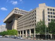English: Standing on Pennsylvania Avenue NW and look up F Street NW at the J. Edgar Hoover Building, the headquarters of the Federal Bureau of Investigation in Washington, D.C., in the United States. Español: Edificio J. Edgar Hoover, la sede de FBI