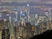 English: A 46 segment × 3 exposure HDR panorama of the Hong Kong night skyline. Taken from Lugard Road at Victoria Peak. Français : Vue panoramique de Hong Kong depuis Lugard Road sur Victoria Peak. Image construite en assemblant 138 clichés (46 visées ×