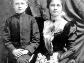 Photograph of the American poet Ezra Pound in 1898 with his mother, Isabel.