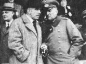 English: German Reichs-Chancellor Franz von Papen and his Minister of War General Kurt von Schleicher in 1932 watching a horse-race in Berlin-Karlshorst.