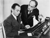Rodgers and Hart - Richard Rodgers seated at piano with Lorenz Hart on right Español: Rodgers y Hart - Richard Rodgers sentado al piano, con Lorenz Hart a la derecha.