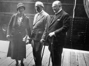 Miss S. Macdonald, P. M. Macdonald and Prime Minister R. B. Bennett, Québec, July 1934 / Mlle S. Macdonald, P.M. Macdonald et le premier ministre R. B. Bennett, à Québec, juillet 1934