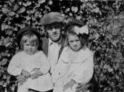 English: Jack London with daughters Bess (left) and Joan (right)