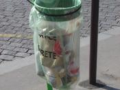 A public waste bag in Paris displaying the inscription