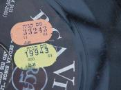 English: Sales tax labels on a record acquired in the early 60's עברית: תוויות מס קניה על גבי תקליט שנרכש בתחילת שנות ה-60'