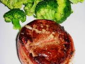 English: Photograph of filet mignon with bacon, served with steamed broccoli.