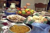 English: Photo showing some of the aspects of a traditional US Thanksgiving day dinner.