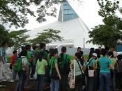 Ateneo freshmen in a campus tour stop during the Freshman Orientation Seminar, or OrSem. The Church of the Gesù is in the background.