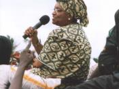 English: Ellen Johnson-Sirleaf campaigning in Monrovia, Liberia in 2005, shortly before she was elected.