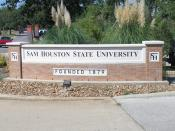 English: Entrance sign to Sam Houston State University