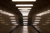 English: Thirty Fluorescent lamps with reflections giving the impression of many more lamps, in Shinbashi, Tokyo, Japan Eesti: Luminofoortorud Shinbashis, Tokyo's, Japanis Русский: Люминесцентные лампы в Токио