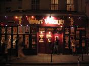 Français : L'entrée du théâtre du Point Virgule de nuit.