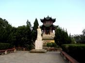 中文(简体): 九江琵琶亭白居易石像