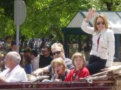 Photo of actress Patricia Heaton and family in parade, May 2008. Cropped from source photo.