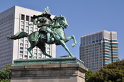 English: Statue of Masashige KUSUNOKI in Imperial Palace, Tokyo. 日本語: 楠木正成像(皇居)