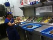 Русский: Специальный «стол-конвеер» для приготовления пиццы.