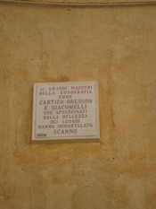 English: The Cartier-Bresson commemorative plaque in Scanno