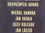 Slovenčina: Pamätná doska na bývalom Tuzexe na Hlavnej ulici v Košiciach, kde bolo 21. augusta 1968 zabitých šesť obyvateľov mesta