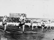 Ethel Smith (left) and Fanny Rosenfeld (second from left) of Canada, perhaps at semi-final in the women's 100 meters at the VIIIth Summer Olympic Games / Ethel Smith (à gauche) et Fanny Rosenfeld (deuxième à partir de la gauche), du Canada, peut-être à la