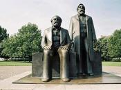 English: Statue of Marx and Engels. A part of the Marx-Engels-Forum in Berlin-Mitte. Deutsch: Statuen von Karl Marx und Friedrich Engels auf dem Marx-Engels-Forum in Berlin-Mitte.