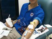 US-Navy Storekeeper 3rd Class Robert Franke donates blood