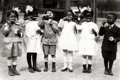 English: First graders from the Miner Normal School in Washington, D.C. brushing their teeth. Their teacher was Ada Hand.