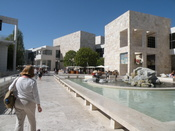 English: The inner courtyard of the Getty museum Deutsch: Der Innenhof des Getty Museums